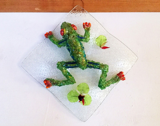 Dart Hanging Frog glass sculpture