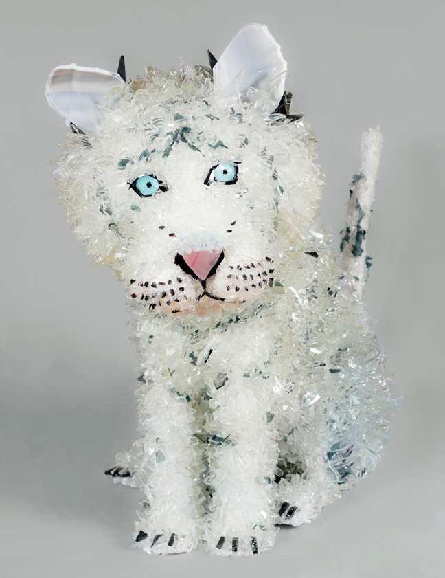 Kuasa White Siberian Tiger glass sculpture